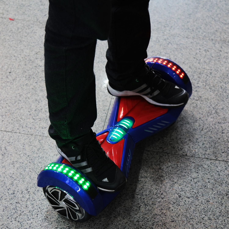trên chân xe điện cân bằng 8 inch bluetooth
