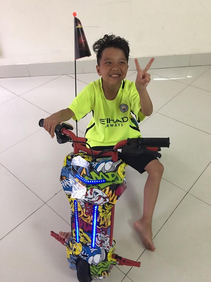 bé đi xe điện 3 bánh drift scooter 36v