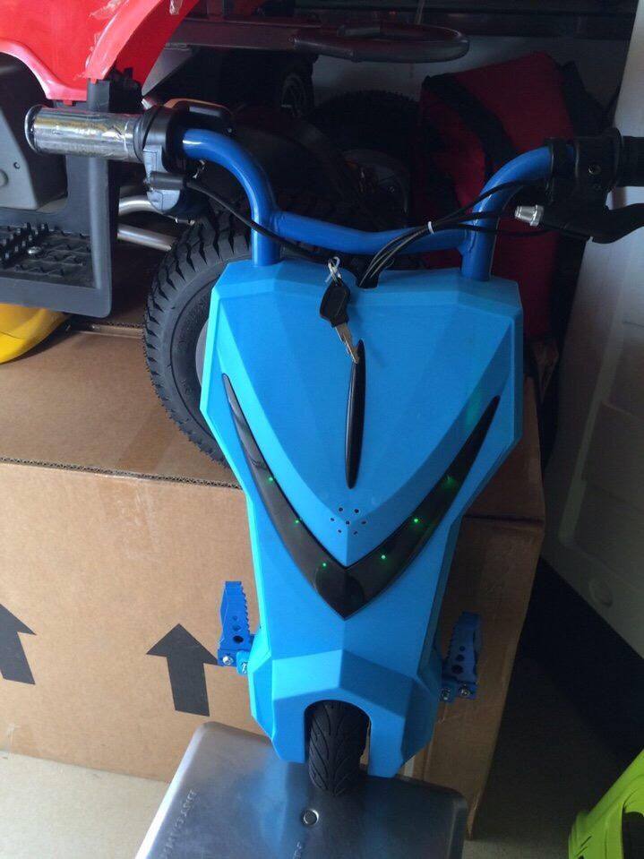 xe điện 3 bánh trẻ em Drift scooter màu xanh