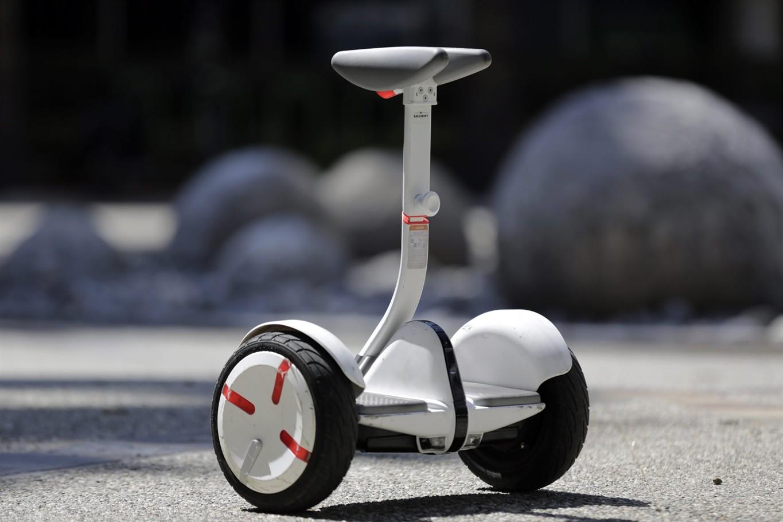 xe-dien-can-bang-mini-robot-pro-trang-2