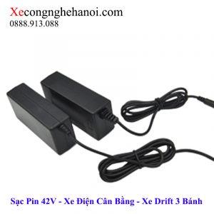 sạc-xe-điện-cân-bằng-và-xe-drift-3-bánh-36v-2a-42v-3-chân-xecongnghehanoi-2